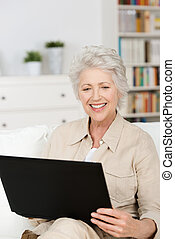 lar, laptop, mulher, sênior, usando