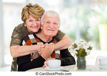 lar, par, aposentado, abraçando