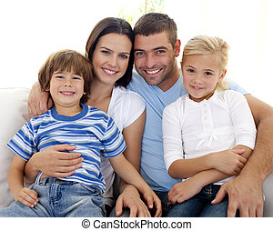 lar, sofá, família feliz, sentando