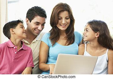 lar, sofá, laptop, família, sentando