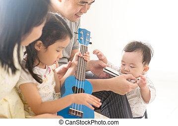 lar, tocando, ukulele, família, harmônica
