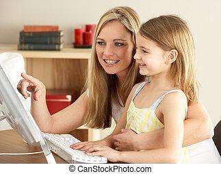 lar, usando computador, filha, mãe