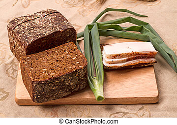 Lard with rye bread and onions