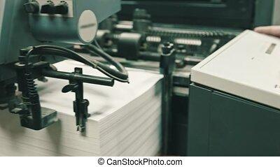 large, alimentation, angle, processus, détecteur mensonge, -, industrie papier, feuilles, impression