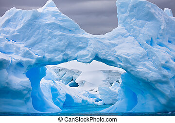 Large Antarctic iceberg