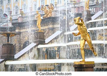Large cascade in Peterhof