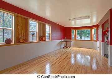 Large empty room - Large room with nice windows and red...