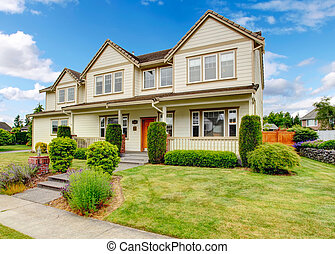 Large house with curb appeal - Large house with spacious...