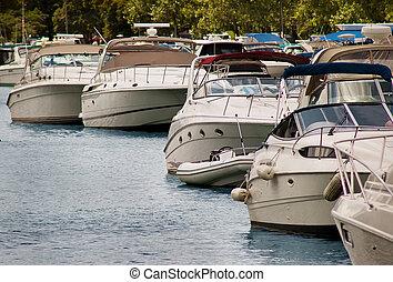 Large Motor Boats Chicago