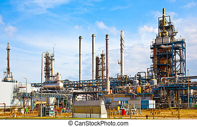 petroleum refinery - Large petroleum refinery. Technological...