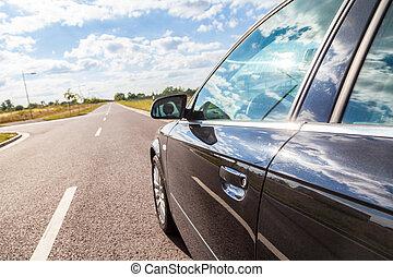 large, rue, noir, côté, voiture