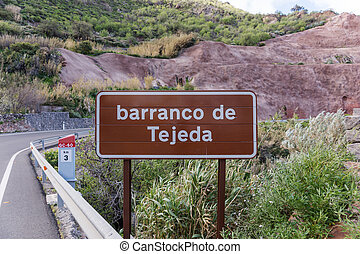 Large signpost on the gorge of Tejeda, barranco de Tejeda