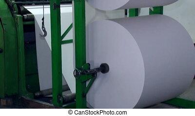 large, tourné, machine, papier, 5, coupures, plus loin, rouleau