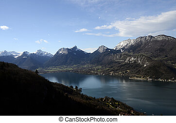 Annecy lake and mountains - Large view of Annecy lake and...