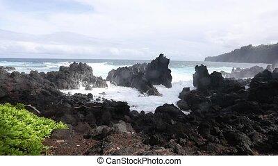 Large Waves Crashing on Big Island Hawaii - Huge waves crash...