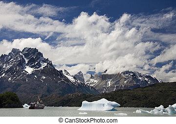Largo Grey - Patagonia - Argentina - Lago Grey near the Grey...