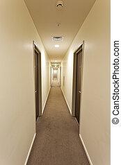 largo, pasillo, con, habitación de hotel, puertas, y, salir...