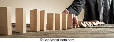 largo, vista, imagem, de, homem negócios, sentando, em, seu, escrivaninha escritório, impedir, um, crise, de, acontecimento