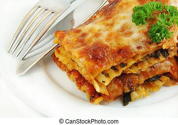 lasagna, rykke sammen, hos, gaffel, og, kniv