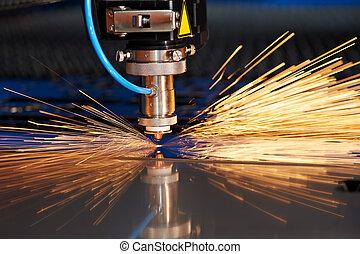laser, corte, de, metal, folha, com, faíscas