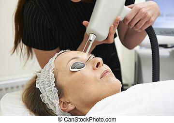 laser, esthéticien, porter, traitement, fractional, dehors
