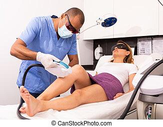 laser, pelo, macho, amaestrado, paciente, cosmetologist, ...