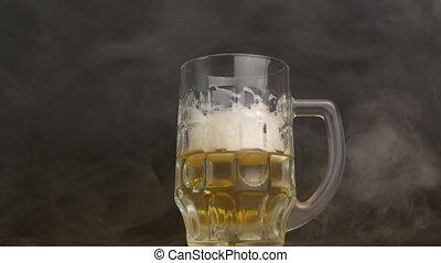 lassú mozgás, frisseség, meggörbült, pohár, sör, dohányzik,...