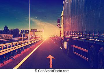 lastbil, på, a, motorväg