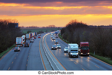 lastbiler, på, hovedkanalen, trafik