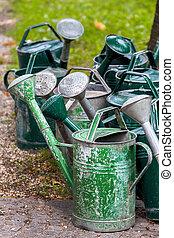 latas molhando, ligado, um, cemitério