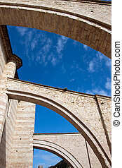 Lateral arches of the church in Assisi