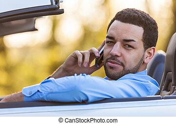 latim, dirigindo, motorista, jovem, telefone, enquanto, chamada, fazer, americano