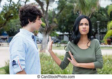 latin-amerikai, nő, elhajít, ember
