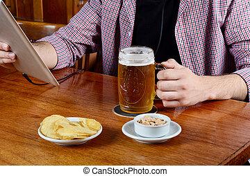 latin, tablette, snacks., bière, boire, homme