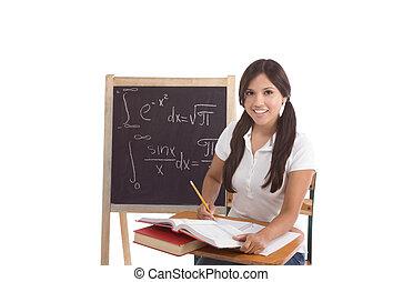 latina, secundair onderwijs, of, universiteit, vrouwelijke student, zittende , door, de, bureau, op, wiskunde, class., bord, met, geavanceerd, wiskundig, formals, is, zichtbaar, in, achtergrond