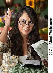 latina, viele, schöne frau, rechnungen