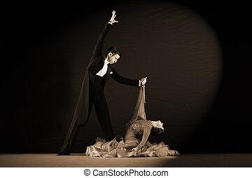 latino, danseurs, arrière-plan noir, salle bal