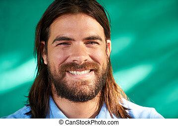 latino, folk, ung man, stående, leende glada, skägg