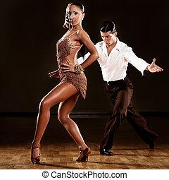 latino taniec, para, w czynie