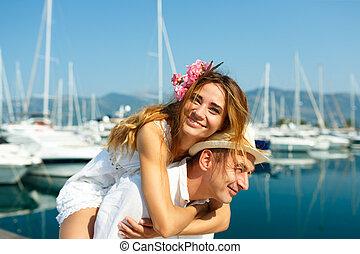 lato, cumowany, para, światło słoneczne, marina, młody, blisko wody, pociągający, mieć, łódki, zabawa, luksus