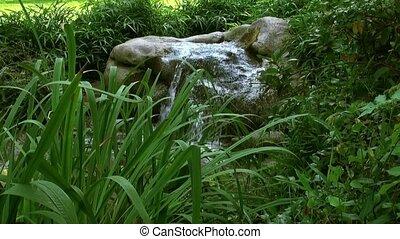 lato, fontanna