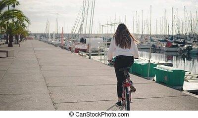 lato, kobieta, rower, czas, jeżdżenie, wzdłuż, plaża