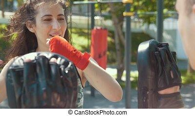 lato, kobieta, trening, boks, park, młody, portret, ubranie sportowe