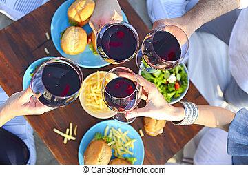 lato, piknik, czerwone wino