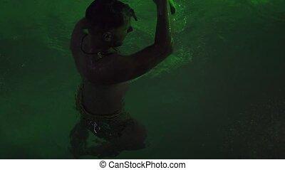 lato, rekin, na wolnym powietrzu, concept., mokry, życie, młody, woda, człowiek, noc, zabawa, partia, club., partia., posiadanie, kałuża, pływacki