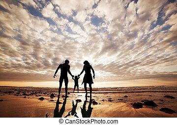 lato, rodzina, razem, ręka, czas, dziecko, szczęśliwy, plaża, rodzice, sunset.