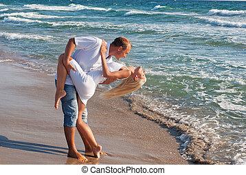 lato, taniec, para, morze, plaża, kochający