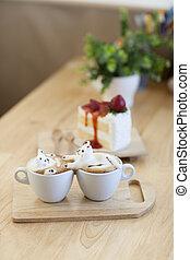 latte, bohnenkaffee, garnierung, gemacht, per, milchschaum, oberseite, auf, der, tasse heißen kaffees, und, erdbeerkuchen