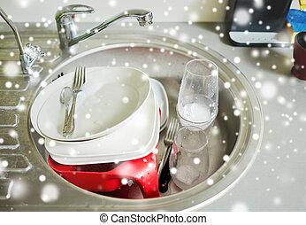 tre tas plats avoir besoin lav d sordre vaisselle photo de stock rechercher. Black Bedroom Furniture Sets. Home Design Ideas