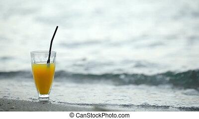 lavage, verre cocktail, rivage, vagues, plage
